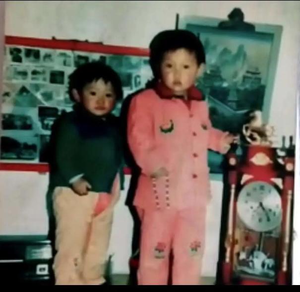 袁宝玉和她的弟弟